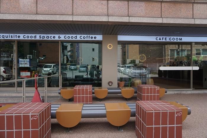 신사동 가로수길 한적하면서 넓은 카페  '카페 굼'