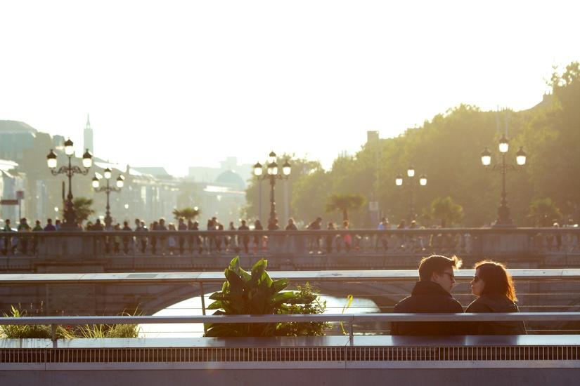 city-sunny-couple-love-large.jpg