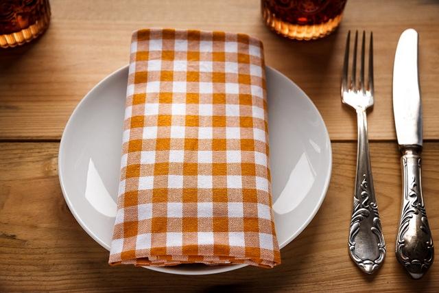 여자는 적게 먹고 남자는 많이 먹는다?